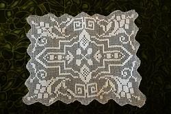 Horgolt csipke kézimunka lakástextil dekoráció kis méretű terítő 33 x 29 cm