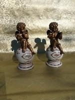 Csodálatoz bronz zenélő puttó pár.