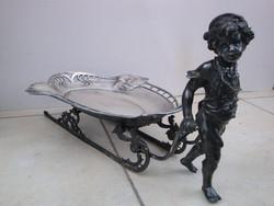 Bécsi szecessziós argentor asztali kínáló - Szánt húzó kis kertész alakjával