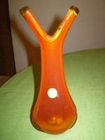 Piros kézműves különleges formájú díszüveg váza 22x10 cm.