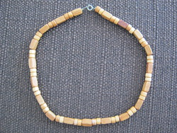 Bizsu nyaklánc fa gyöngyökből