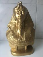 Egyiptomi fáraó gipsz mellszobor