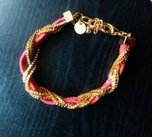 Love Soni pink hüllőbőr mintás karkötő arany színű láncokkal
