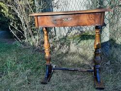 Antik szép varróasztal osztott fiókkal - A közelbe házhoz viszem
