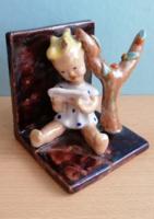 Illés László kerámia kislány könyvtámasz