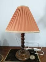 Koloniál stílusú asztali lámpa