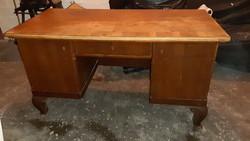 XX.század eleji, felújítást igénylő íróasztal