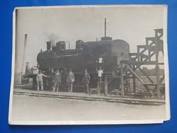 Régi fotó , régi mozdonyt ábrázolva