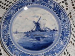 Delfti kézzel festett kerámia falitányér. Kicsi.