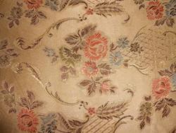 Szép rózsás barokkos vastag steppelt ágytakaró.