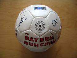 Bayern München BL győztes aláírt dedikált labda Kahn Lizarazu, Elber, futball foci