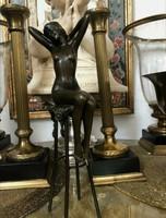 Csodás bárhőlgy bronz szobor