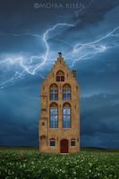 Moira Risen Gótikus díszlet Kortárs szignált fine art nyomat vihar villám középkor építészet tégla