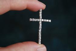Ezüst 925-ös kereszt medál foglalt cirkónia kövekkel