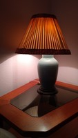 Asztali lámpa porcelán  kerámia váz, fa talp,  selyem ernyővel