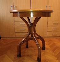 Antik Thonet, tonett, tonet, asztal kerek világban szép állapotban. Fotóztam amit tudtam, massziv! .