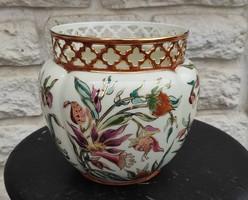 Zsolnay nagyobb méretű kaspó virágtartó edény, gyönyörű viràgokkal àttört szélű.