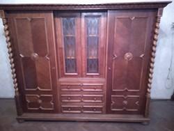 Koloniál szekrény fellelhető állapotban