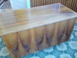 Térben is elhelyezhető fa íróasztal