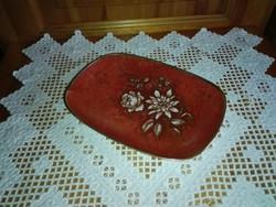 Szögletes, gyönyörű színű,dúsan díszített kínáló tányér,asztalközép.