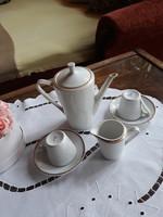 Fehér porcelán kávékiöntő, tejszínes és csészék