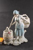 Porcelán szobor 416