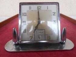 Ébresztős asztali óra naptáros mechanizmussal
