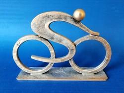 Kerékpárversenyző, modern art szobor