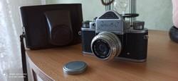 Zenit C fényképezőgép objektívvel tokjában védőkupakkal