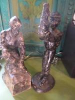 2 db fából faragott , 23 és 20 cm-es , kopott festésű , vájár figura egyben .
