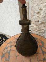 Antik lőpor tartó, lőporos,gyüjteménybe vagy dekorációnak kiváló! Rézből  és szaruból készült!
