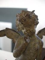 Bájos bronz angyal szobor gyűrűtartóval