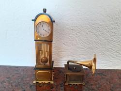Bababútor babaszoba babaházi berendezés mini álló óra gramofon 2 db