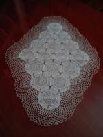 Különleges horgolt asztalterítő, 64 x 47 cm