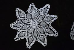 Horgolt csipke kézimunka lakástextil dekoráció kis méretű terítő 24 cm
