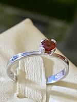Mesés ezüst gyűrű valódi természetes gránát kővel