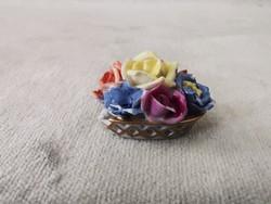 Ó-Herendi miniatűr virágcsokor. Enyhén sérült.