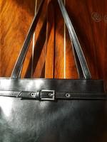 Fekete, valódi bőrből készült, női vállpántos elegáns fazonú táska