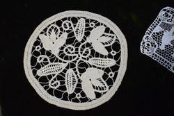 Zsinórcsipke poantlasz kézimunka lakástextil dekoráció kis méretű terítő 22 cm