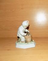 Zsolnay Sinkó porcelán rőzsehordó rőzsét szedő gyűjtő kisfiú figura 16 cm (po-2)