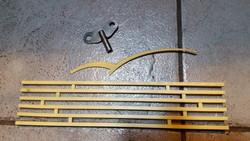 Jantar szekrényes falióra kulcs és díszítő elemek