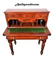 A210 Nagyon szép kisméretű  Angol  bőrlapos íróasztal