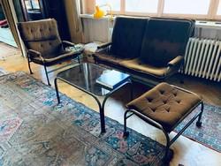Rézcsővázas ülőgarnitúra üveges dohányzóasztallal és görgős székkel