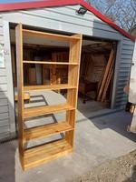 Eladó egy fenyő könyves polc. Bútor szép állapotú Méretei: 84 cm x 30 cm x 192 cm magas. Szállításba