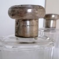 Ezüst tetejű hántolt antik pipere üveg