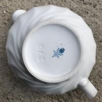 Hollóházi, klasszikus formájú, de izgalmas fülű, hófehér porcelán mártásos / szószos kiöntő edény