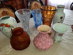 Porcelán és üveg vázák