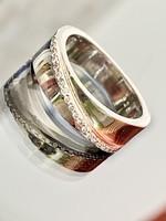 Ragyogó ezüst gyűrű cirkónia kövekkel ékesítve