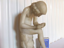 Tüskehúzó, tövishúzó fiú-klasszikus témájú alabástrom szobor