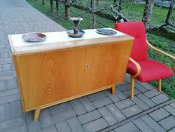 Mid century design sideboard, komód Jiri Jiroutech formavilág,1955-65körüli terv,szélein aluminium